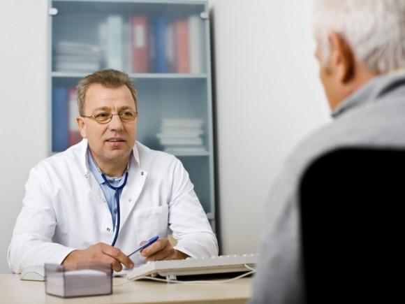 Der Verlauf einer Parkinson-Erkrankung ist fortschreitend – wie schnell sich die Krankheit weiterentwickelt, ist jedoch von Person zu Person unterschiedlich.