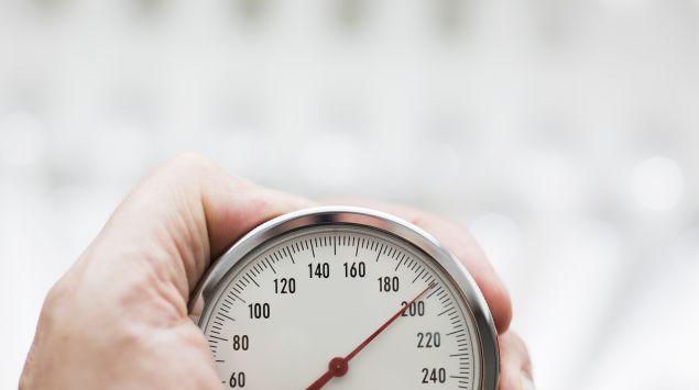 Das Bild zeigt ein Blutdruckmessgerät.