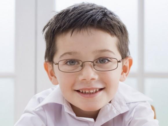 Junge Studentin mit Brille gefickt - PornDoe