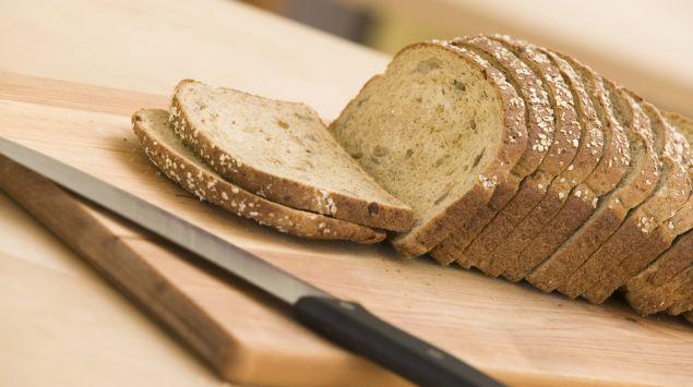 Das Bild zeigt ein geschnittenes Brot.