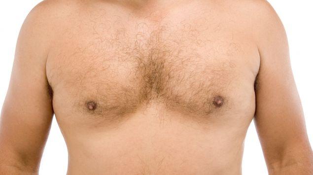 Der Brustbereich eines Mannes.