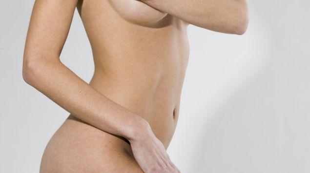 Das Bild zeigt einen nackten Frauenkörper.