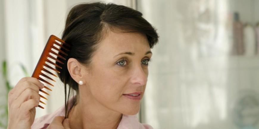 Der Haarausfall bei den Frauen das Jucken der Kopfhaut