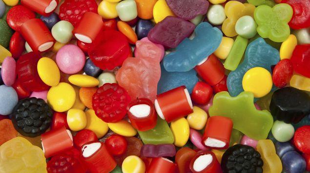 Das Bild zeigt diverse Süßigkeiten.