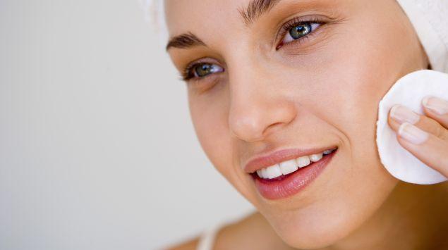 Das Bild zeigt eine Frau, die lächelt.