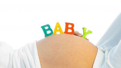Das Bild zeigt den Bauch einer Schwangeren.