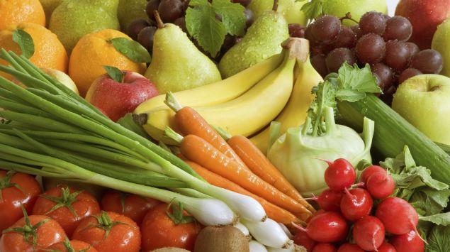 Das Bild zeigt verschiedene Obst- und Gemüsesorten.
