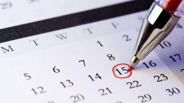 Das Bild zeigt den Ausschnitt eines Kalenders, auf dem ein Tag rot umrandet wird.