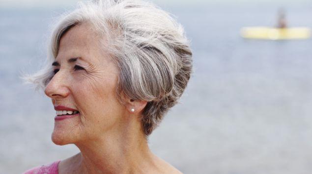 Das Bild zeigt eine ältere Frau.