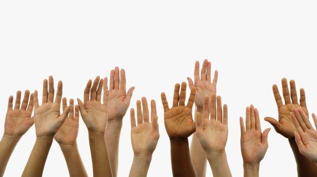Das Bild zeigt Hände.