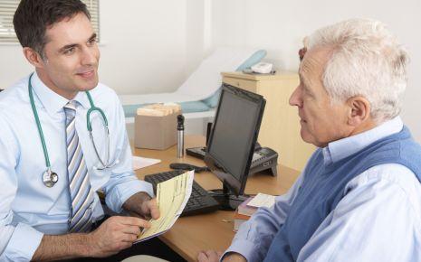 Gespräch zwischen Arzt und Patient.