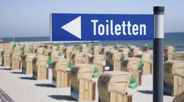 Das Bild zeigt ein Toilettenschild.