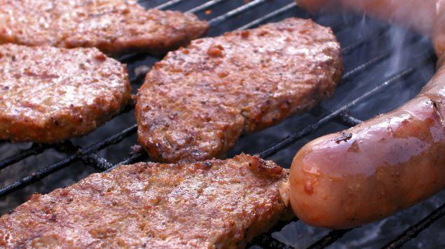 Fleisch auf einem Grill.