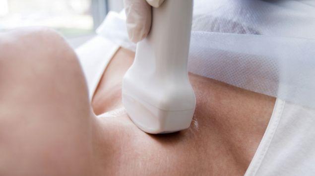 Das Bild zeigt eine Ultraschall- Untersuchung eines Halses.