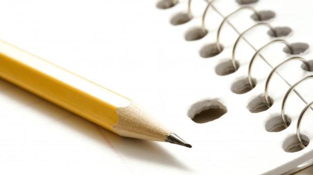 Das Bild zeigt einen Block und einen Bleistift.