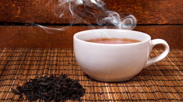 Das Bild zeigt eine Tasse mit heißer Flüssigkeit.