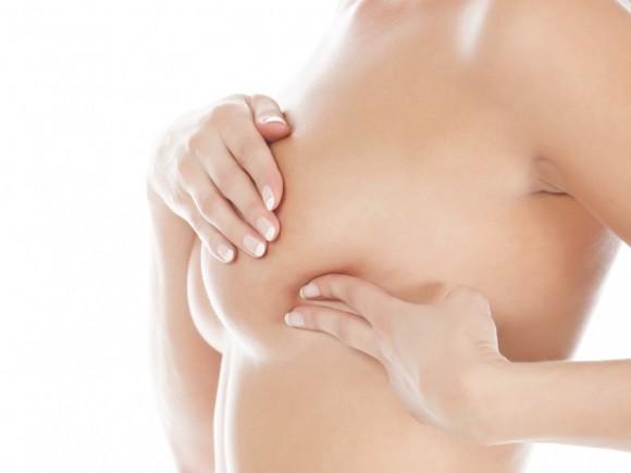 Vergrössert dolka in der Brust