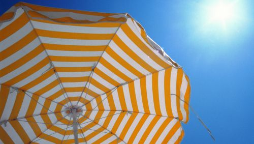 Das Bild zeigt einen Sonnenschirm.jpg