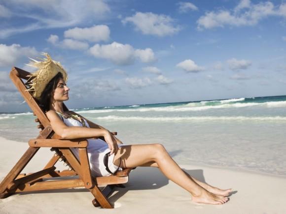 Ausgiebiges Sonnen ohne Schutz erhöht das Hautkrebs-Risiko.