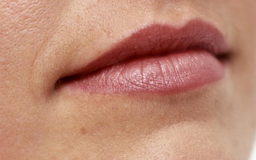 Der Mund einer Frau.