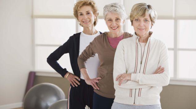 Das Bild zeigt drei ältere Frauen.