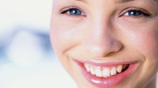 Das Bild zeigt eine lächelnde Frau.