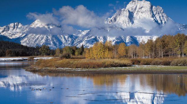 Das Bild zeigt eine Landschaft mit Bergen.