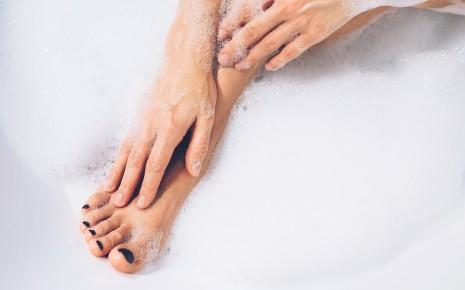 Dass Finger und Zehen im Wasser so verschrumpeln, ist nicht ihre einzige Besonderheit.
