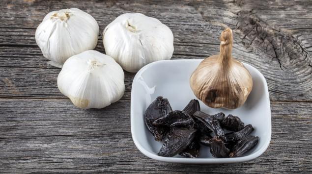 Schwarze Knoblauchzehen: Die schwarze Knolle soll besonders gesund sein.