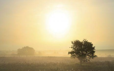 Zeitumstellung Winterzeit: Landschaft mit Sonnenaufgang