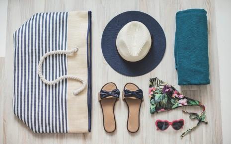 Sonnenhut: Eine Kopfbedeckung sollte in der Strandtasche nicht fehlen.