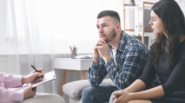 Ein Paar beim Therapeuten