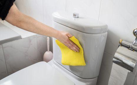 Reinigen Sie alle Bereiche, mit denen Hände häufiger in Kontakt kommen, regelmäßig!