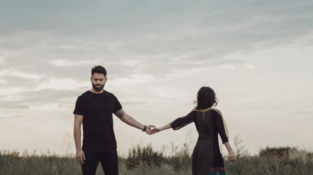 Ein Paar lässt sich gegenseitig los: Trennungscoach Christina Rinkl erzählt von ihrer Arbeit