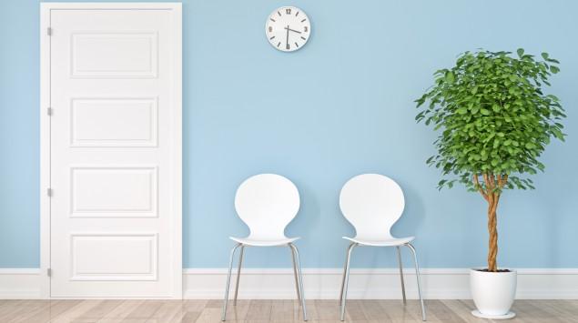 Leeres Wartezimmer in Arztpraxis